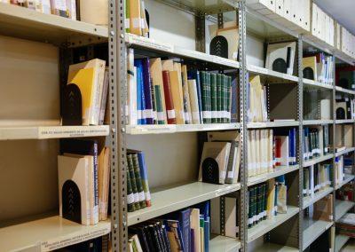 Acequia-Real-Jucar-Biblioteca-estanterias