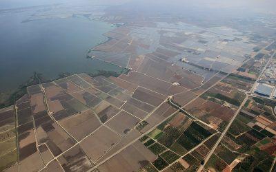 La Confederación  Hidrográfica del Júcar coordina la aportación de recursos hídricos al Parque Natural de la Albufera.